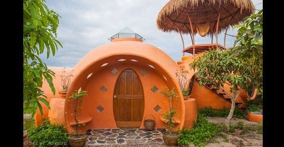 casa cúpula construída com menos de 9 mil dólares