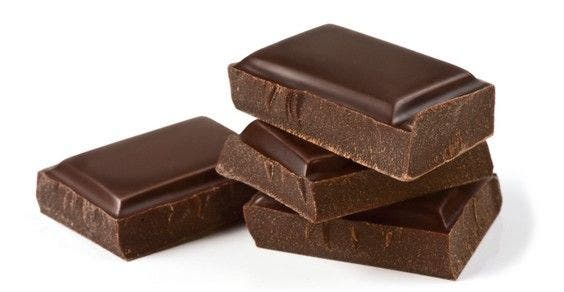 chocolate previne a formação de placas e a cárie dentária