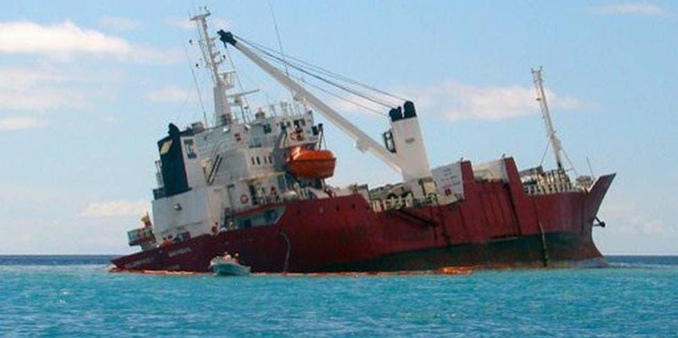 Encalhe de navio em Galápagos