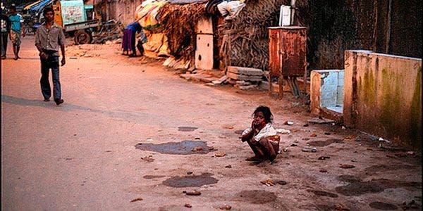 Índia, 600 milhões de pessoas fazem suas necessidades na rua