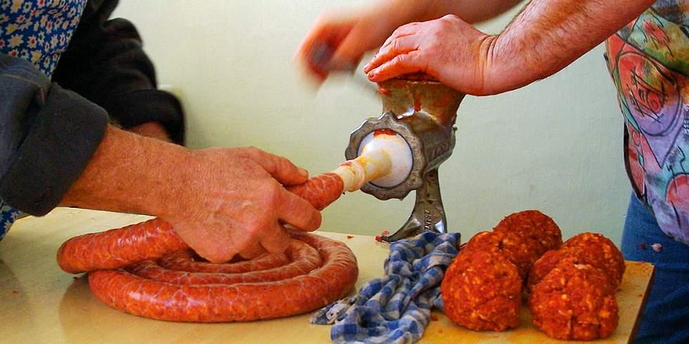 Como são feitas as salsichas
