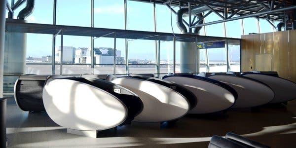 aeroporto de Helsínque se pode dormir em uma concha
