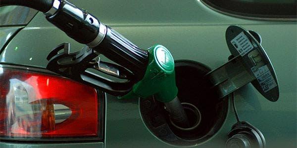 não devem encher o tanque de gasolina até a boca