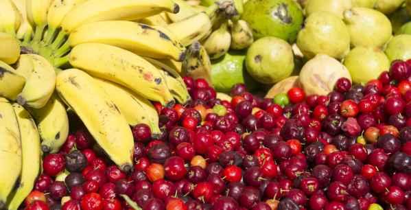 acerola com frutas