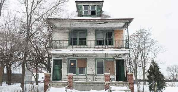 Casa abandonada flores