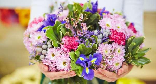 flores em máquina de esquina