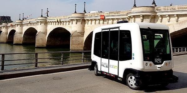 micro-ônibus elétrico e sem motorista
