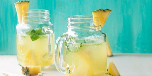 agua de abacaxi com chá verde