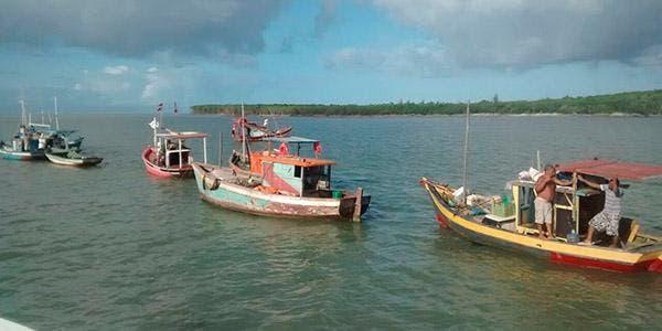 Pescadores Artesanais Fecham Canal do Tomba