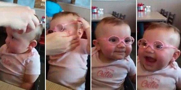 bebê de óculos