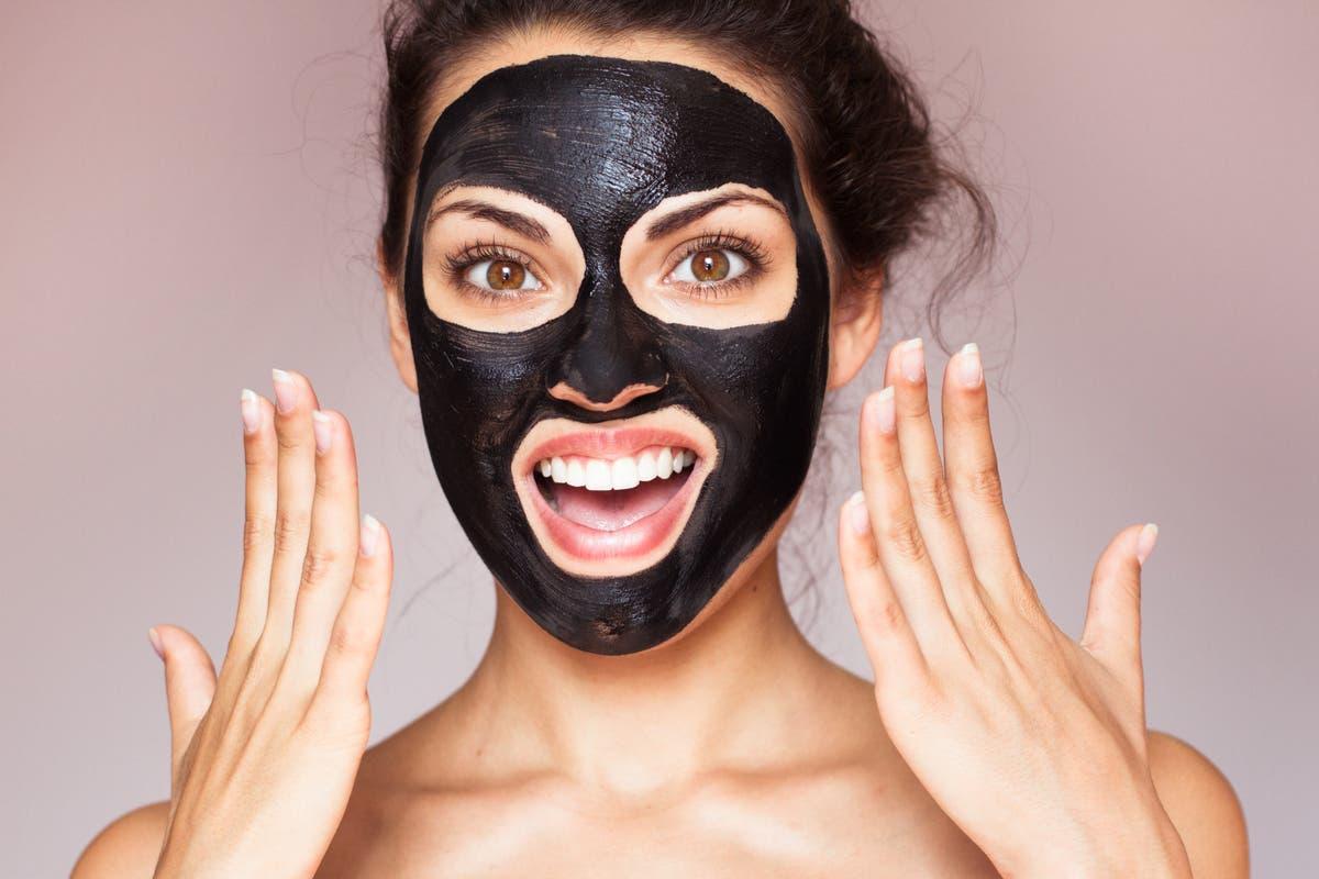 máscara-carvão-ativado