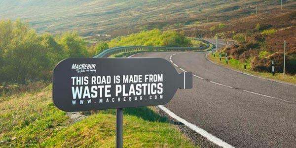 asfalto feito de plástico reciclado