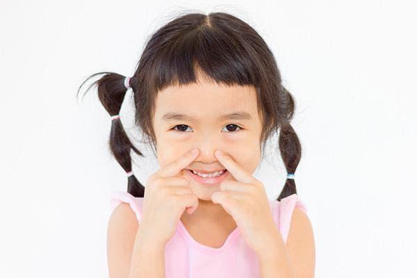 criança nariz