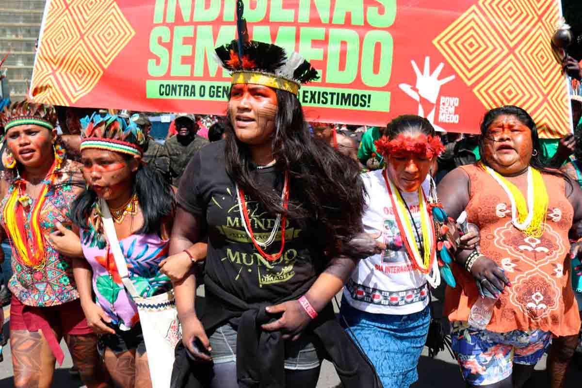 Pare o massacre indígena