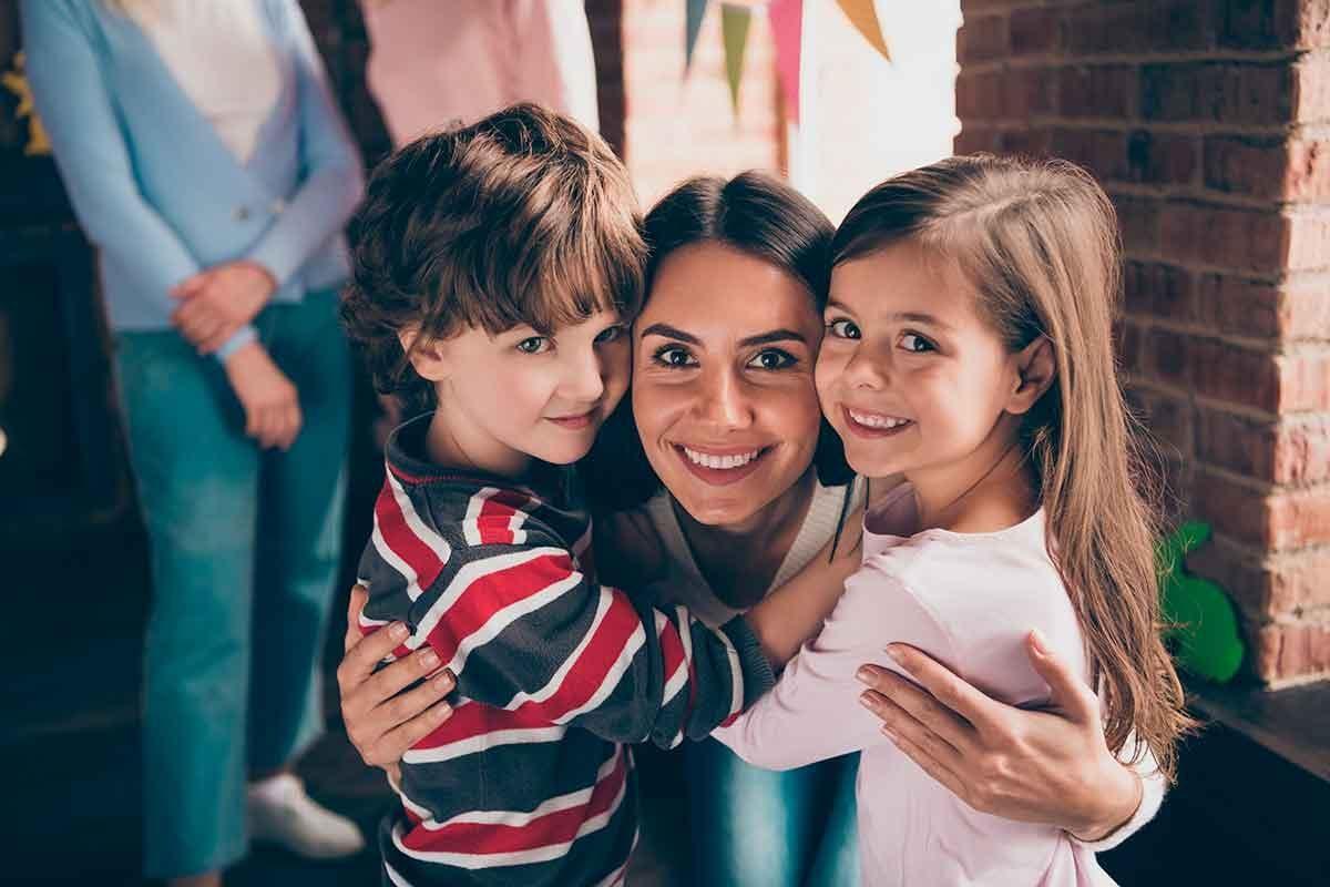 tia e sobrinhos