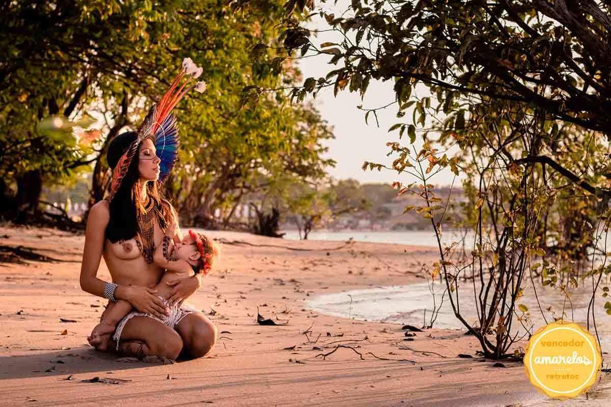 foto premiada indígena amamentando
