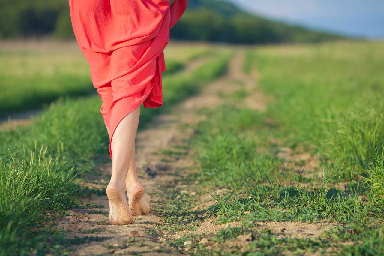 camminare-piedi-nudi