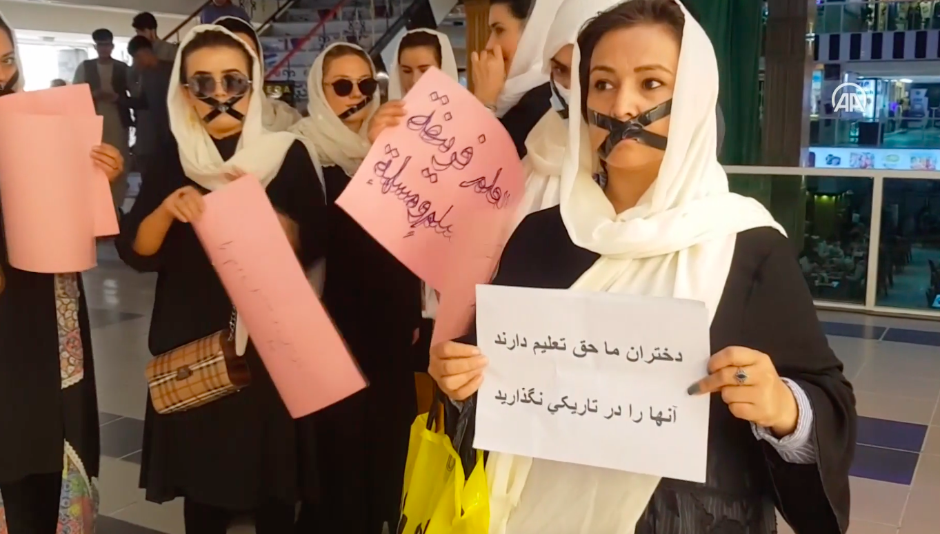 donne afgane protesta studio